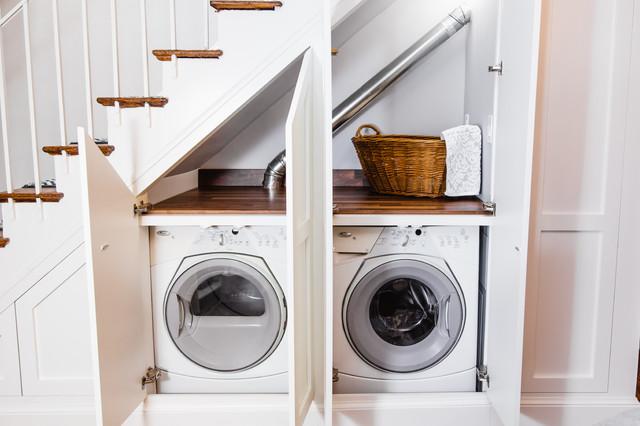 Ruang cuci bawah tangga muat untuk dua mesin laundry