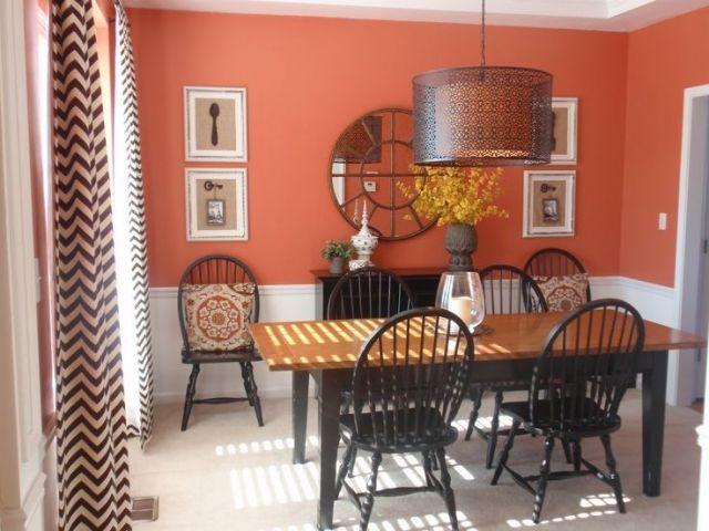Ruang Makan Warna Terakota