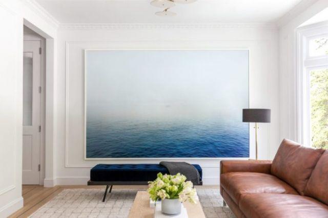 Ruangan dengan Lukisan Laut
