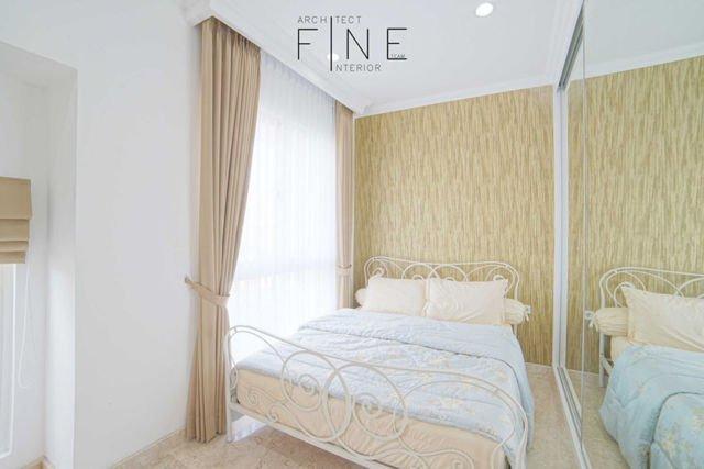 Kamar Tidur Golf Residence Kemayoran di Jakarta karya Fine Team Studio