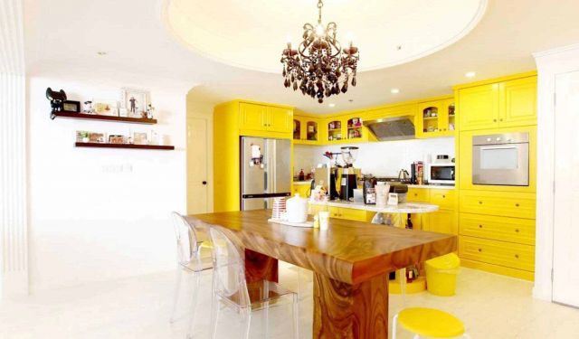 Ruang makan minimalis The Lego Apartmen karya Revano Satria