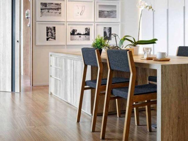 Ruang makan dengan furnitur minimalis Apartment at Kemang karya Atelier Prapanca